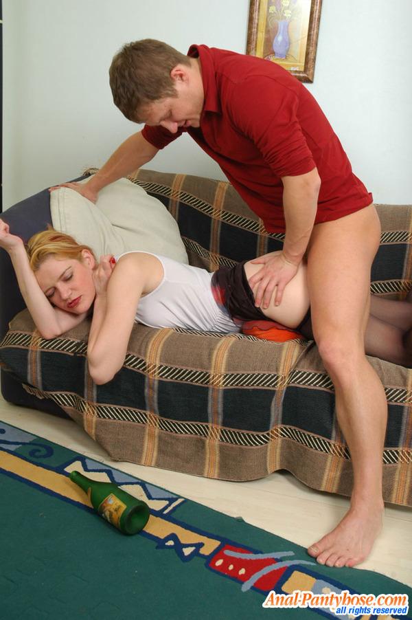Секс с мамой сын снял колготки у мамы и трахнул 3 фотография