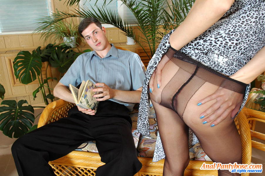 To Waist Pantyhose Getting Under 85