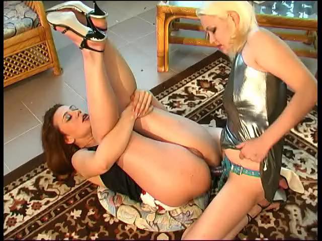Kathleen & Ella naughty anal lesbian video