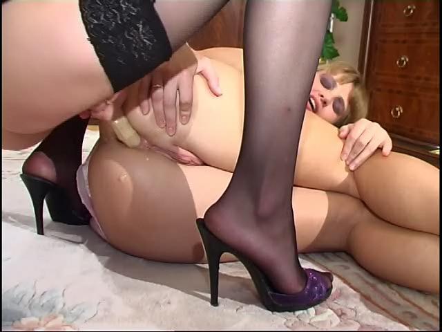 Diana & Ninette kinky anal lesbian video