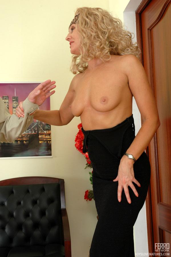 Hot naked beautiful girls