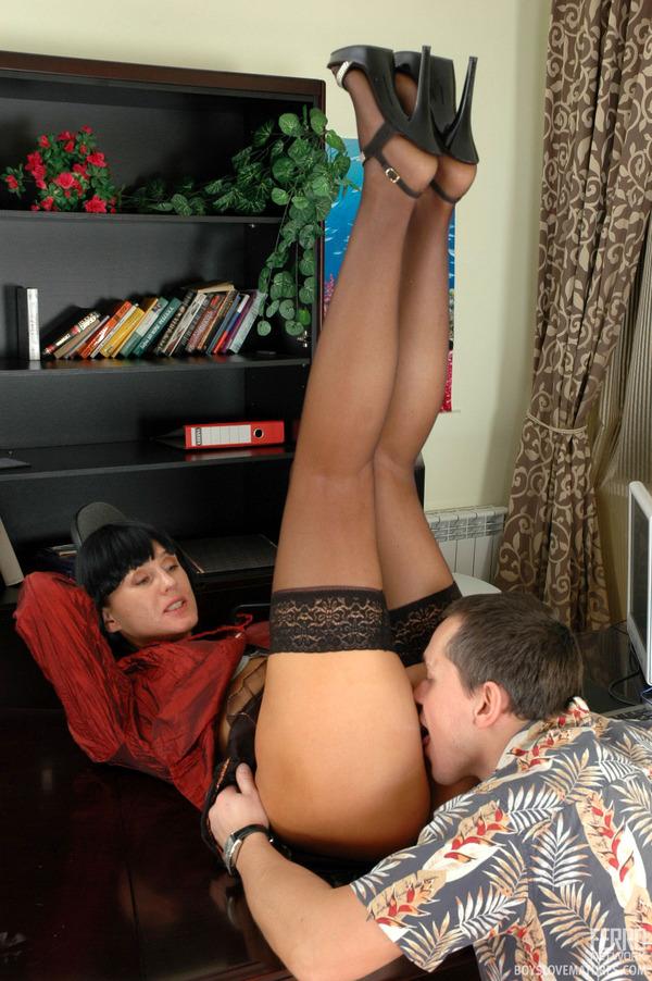 онлайн порнофото подюбкой
