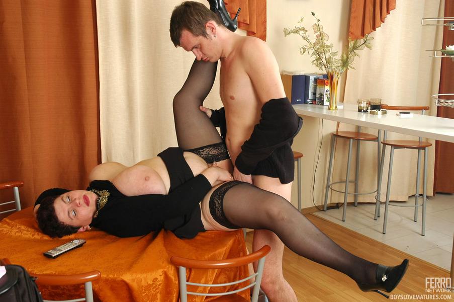 Юныша и женщина порно