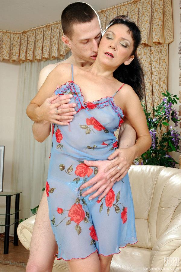 mature lillian nude
