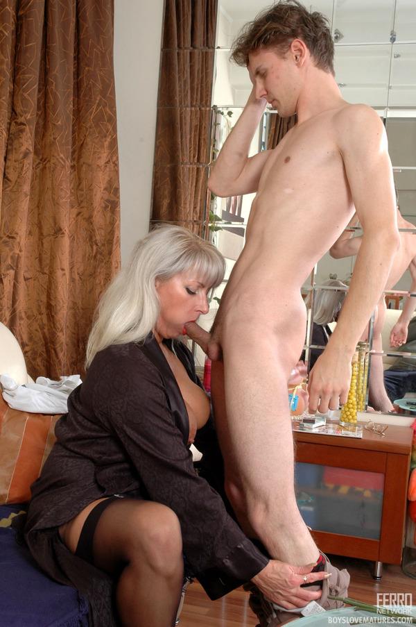 зрелая мамаша дрмчит фото