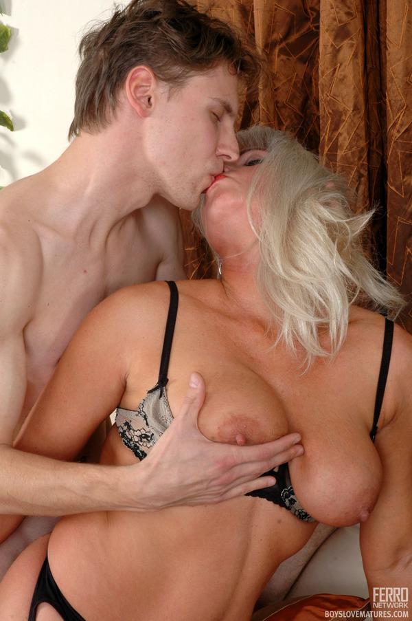 Порно мамочки любят молодых онлайн