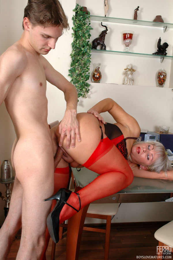 Mature Woman Catches Young Boy Masturbating Free Porn aa