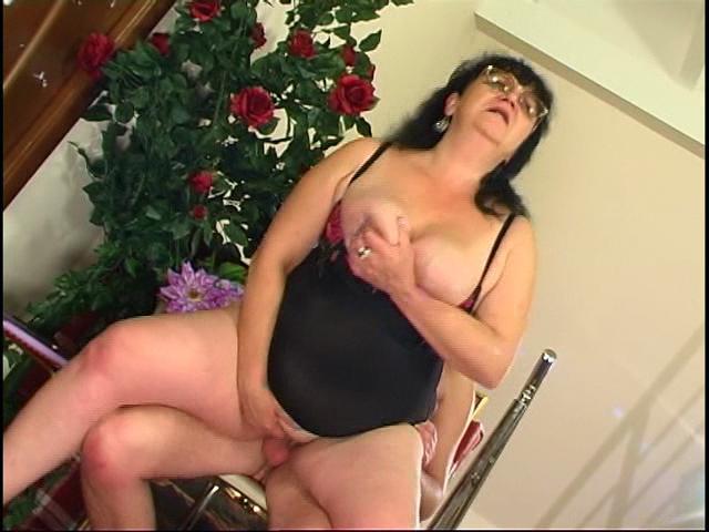 Victoria & Anthony kinky mom on video