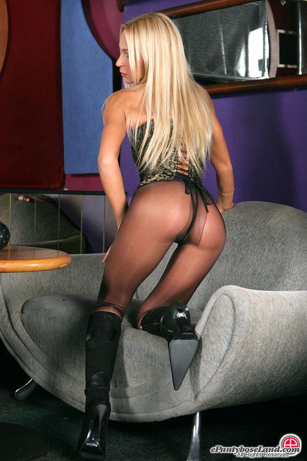 Sexy Pantyhose Babe Lovely 82
