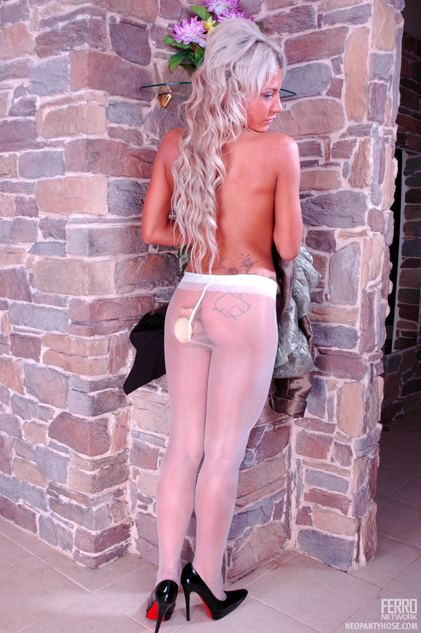 Wearing Silky Pantyhose Cornelia 93