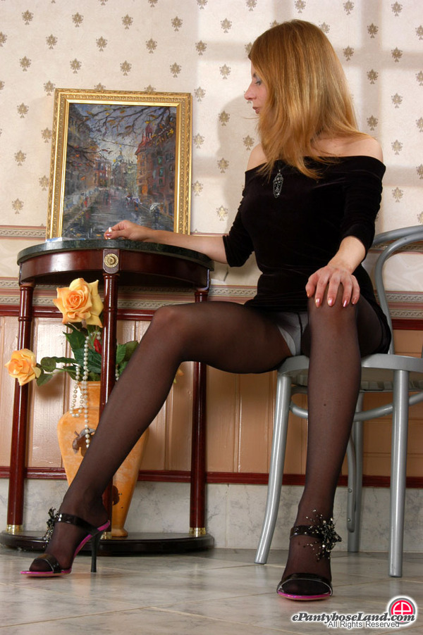 http://galleries.ferronetwork.com/fhg/epantyhoseland/pictures/5045_1/epl_g5045_010.jpg