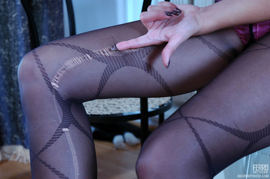 image Stockings wearing temptress gets her rectum r