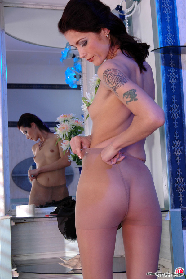 Soft Silky Pantyhose Into Her 41