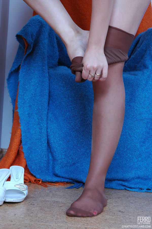Exposing Pantyhose 121