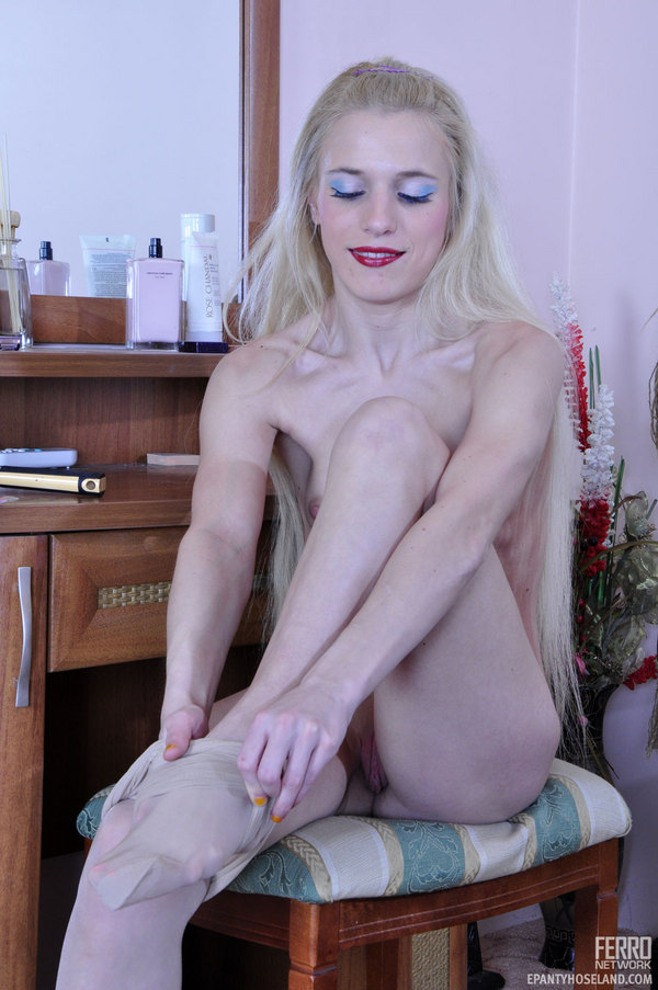 Her Pantyhose Setting 16