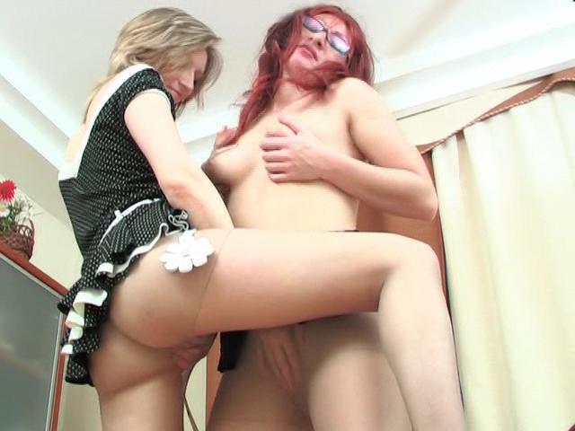 Gwendolen & Isabella naughty pantyhose movie