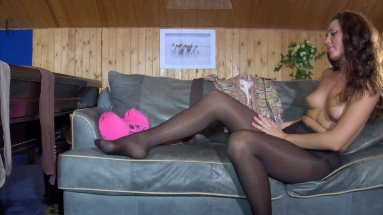 Shenythia in great pantyhose video