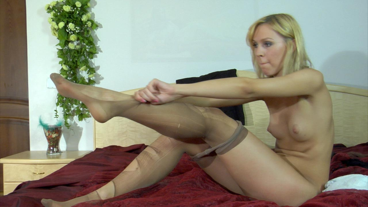 Jennifer in awesome pantyhose video