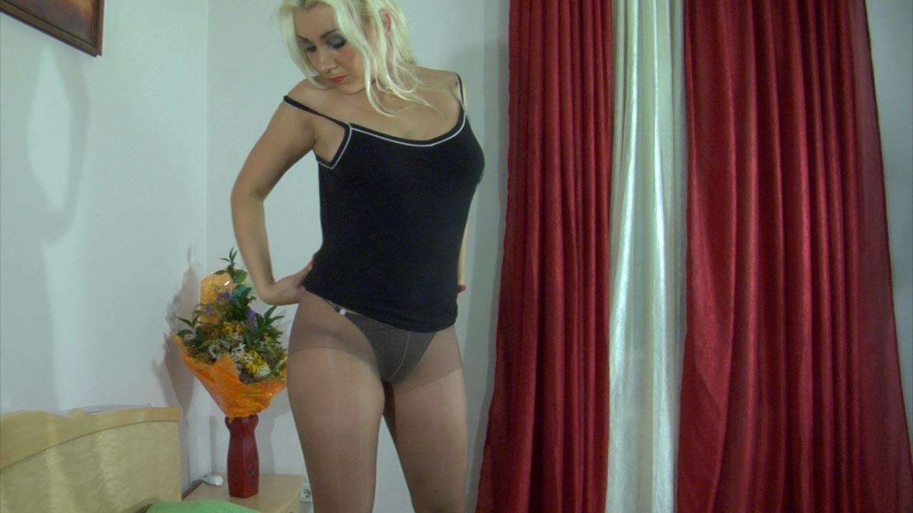 Linda in hot pantyhose video