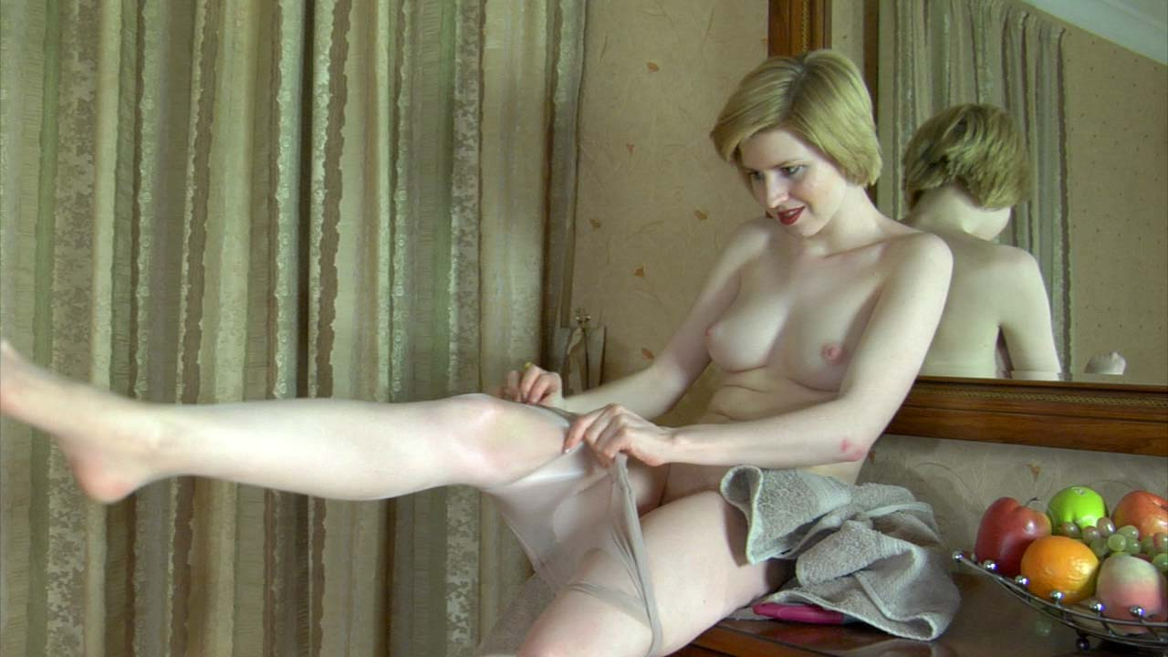 Alina in hot pantyhose video