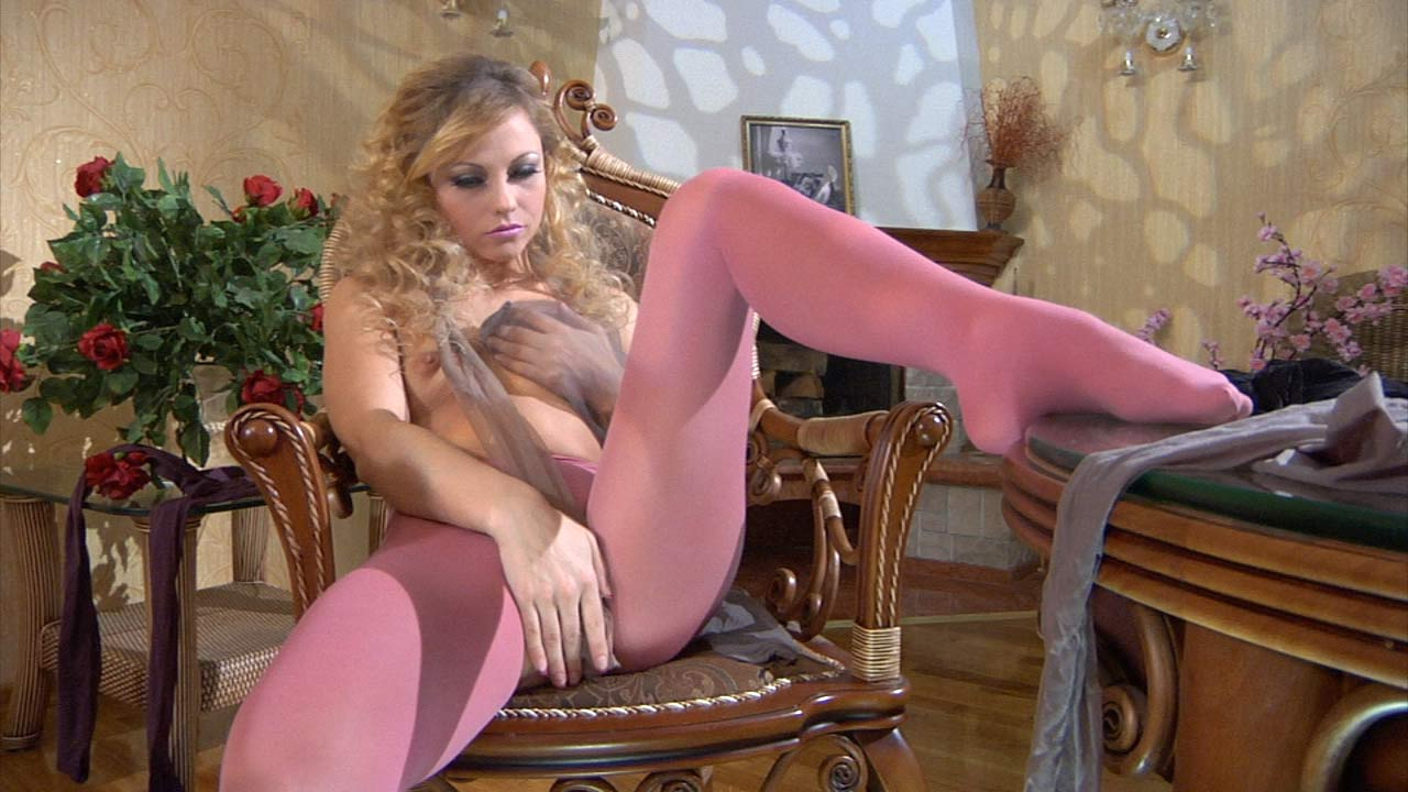 Blanch in great pantyhose video
