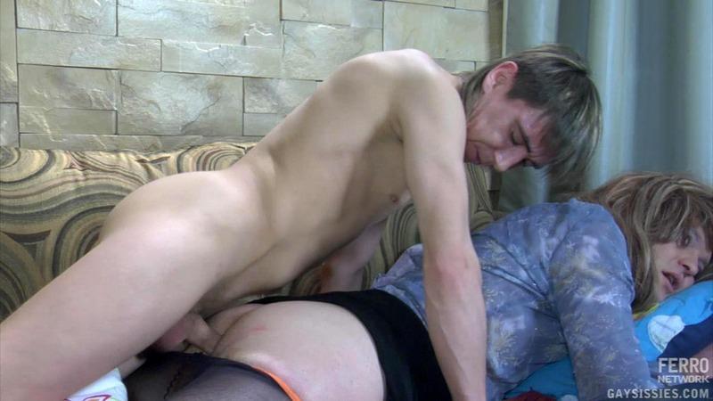 Красавчик трахнул спящего друга - качественно гей порно ...