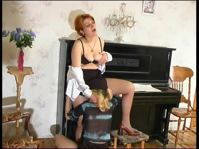 Christina & Ninette pussylicking mom on video