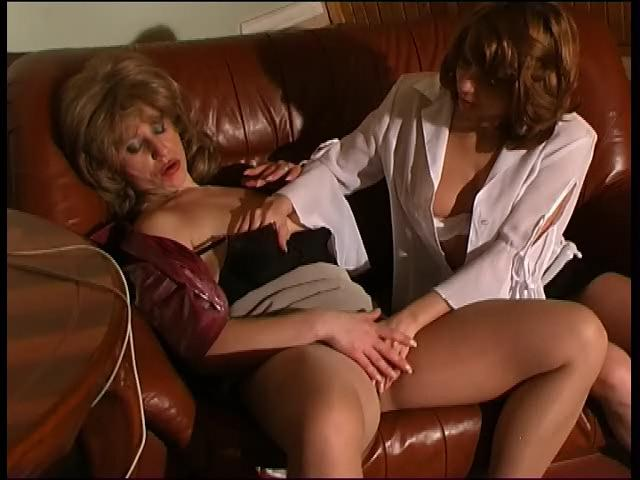 Penny & Alice lesbian mature action