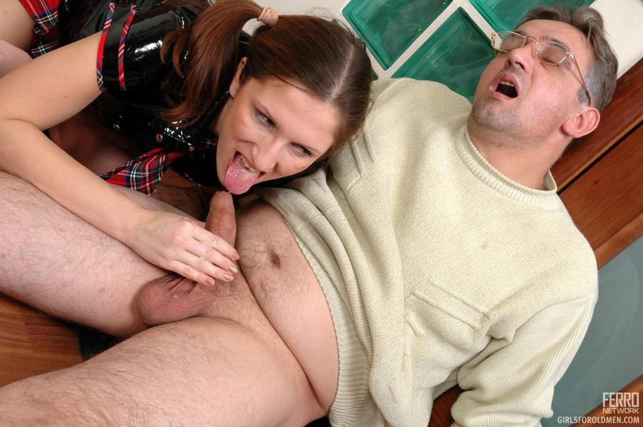Трахнит своей дочери