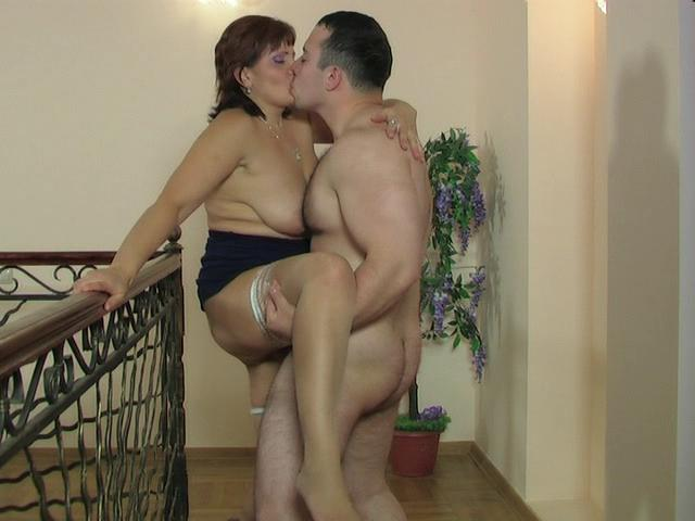 Viola & Peter kinky mom in action