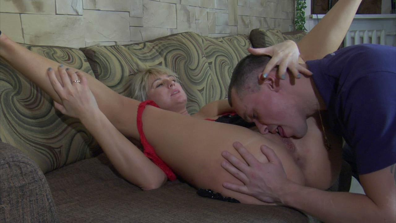 Bridget & Connor leggy mom in action