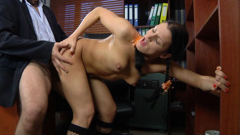 seks-sekretarshoy-v-ofise
