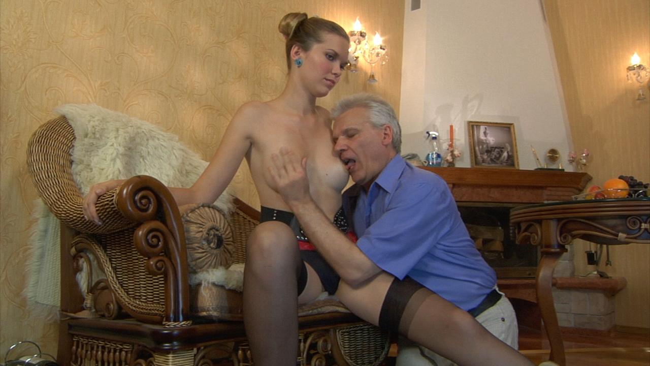 Cecilia & Caspar girl and daddy video