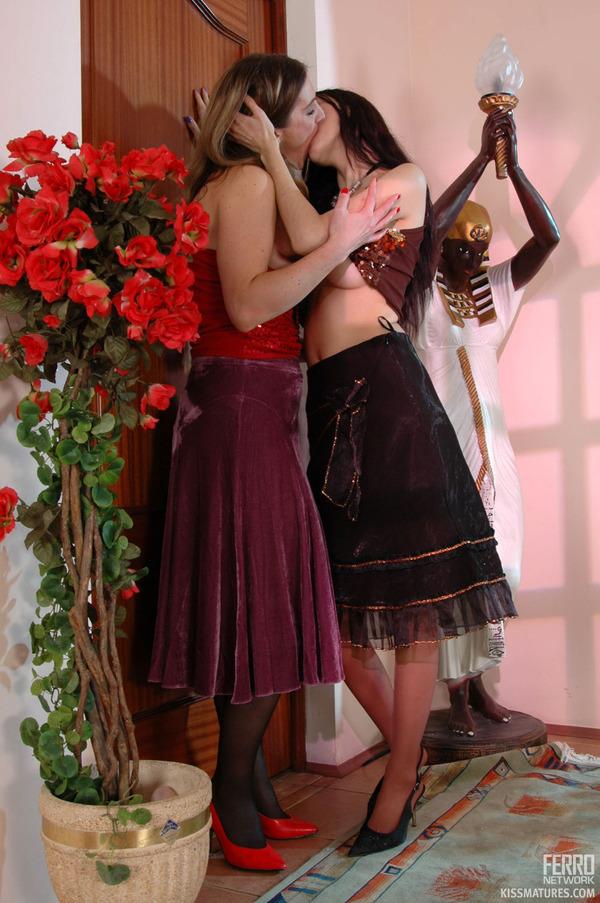 galleries ferronetwork fhg kissmatures 5016 2 kissmatures g5016 065