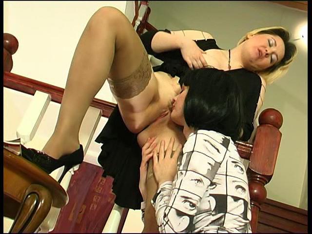 Felicia & Ninon pussyloving mom on video