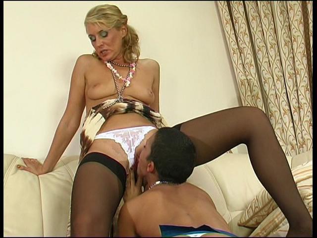 Bridget & Sheila pussylicking mature on video