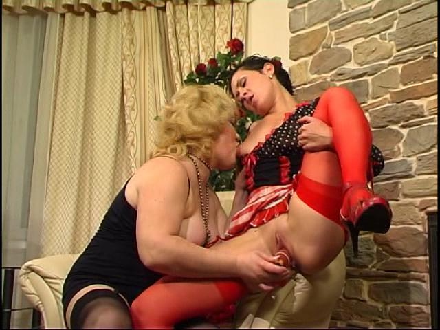 Ophelia & Mima lesbian mature video