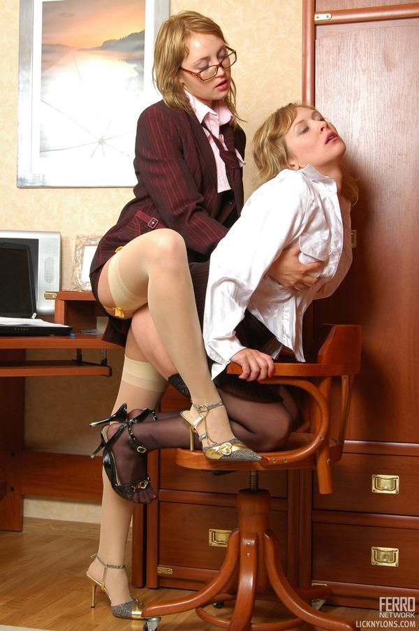 porno-lesbiyanka-nachalnitsa-i-novaya-sekretarsha