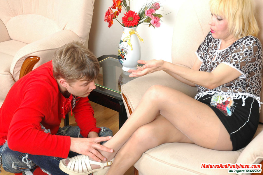 galleries ferronetwork fhg maturesandpantyhose 202 2 mph g202 015