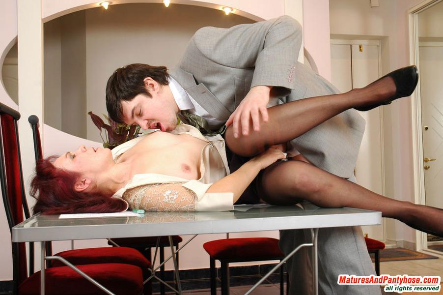 Полнометражное порно с женщиной в черном костюме фото 801-902