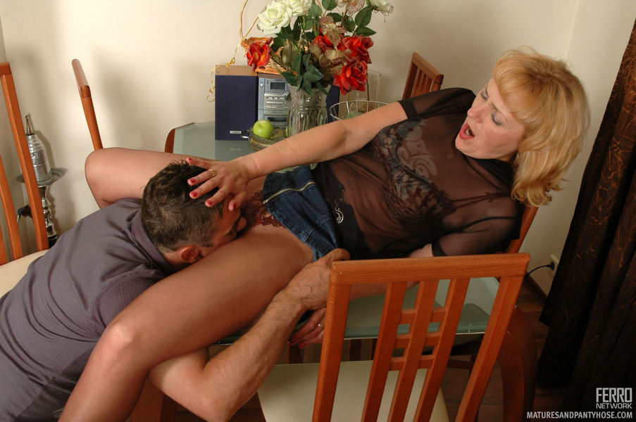 Смотреть Порно Соседку Трахают И Сворачивается Ее Муж