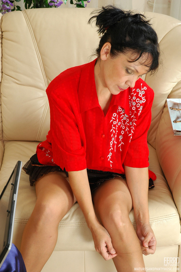 silky-pantyhose-into-her