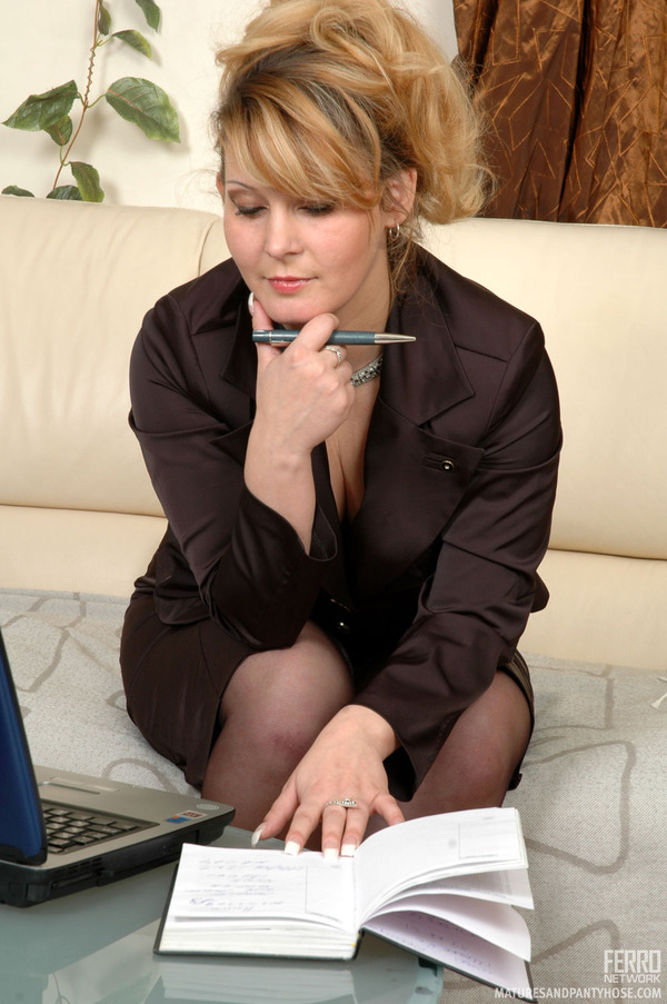 Business woman sucks black hot nude photos