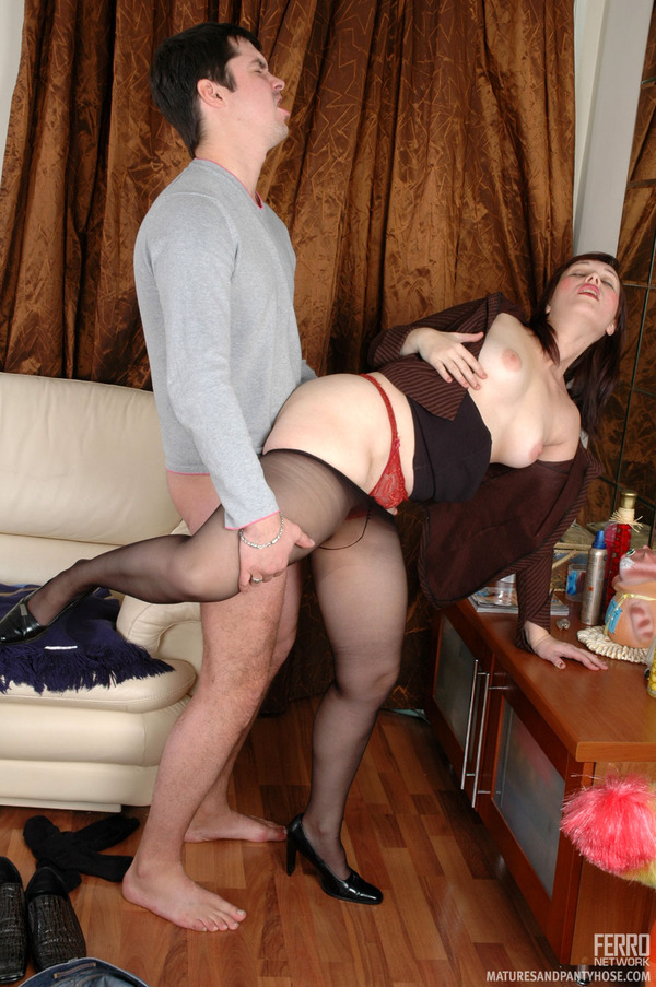 Naked big tit girl