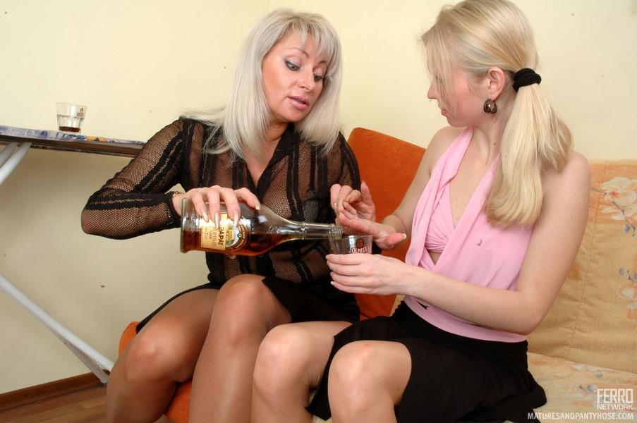 lesbiyskie-soblazneniya-vzroslie-i-molodie