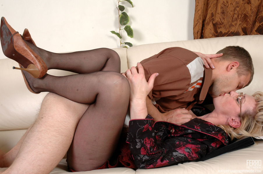 Ferronetwork mature pantyhose sex