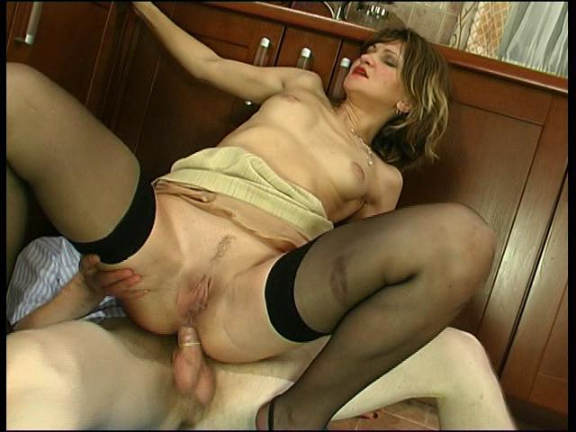 Christie & Richard anal mom on video