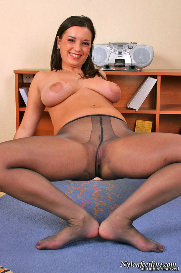 Worshiping her feet for free yoga lessons 4