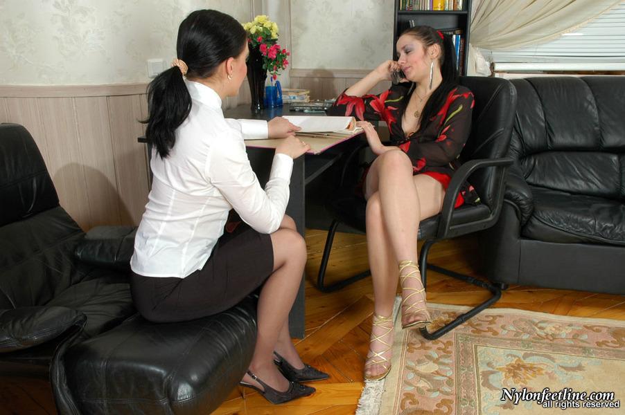 [女同]◆※女人不需要男人※系列◆絲襪 足交 太爽了 2個女的很性感