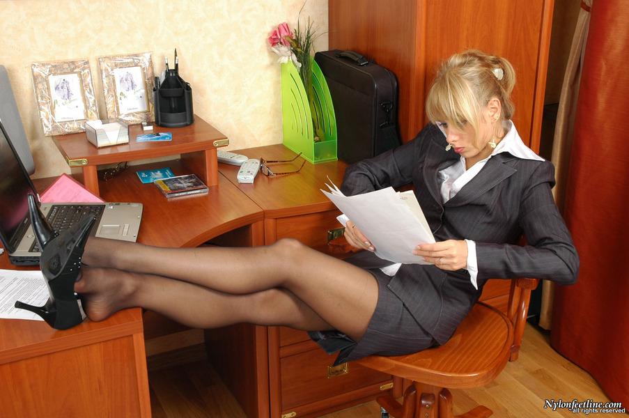 Молодой босс трахает зрелую секретаршу !!!